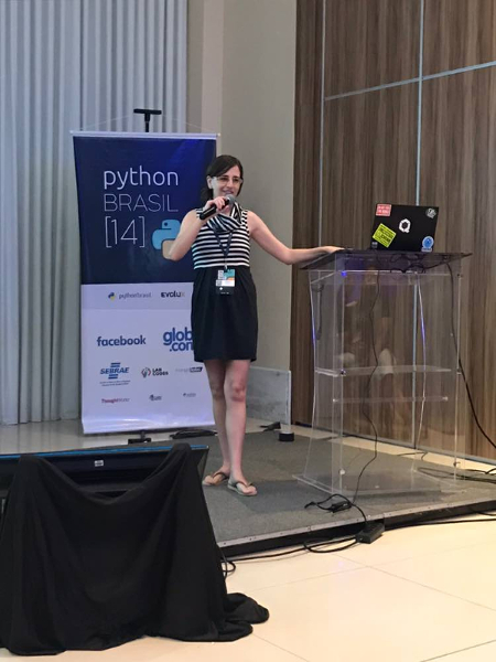 picture of myself giving the talk at PythonBrasil